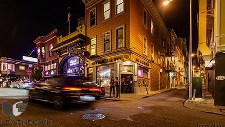 دانلود آموزش عکاسی در سفر: عکاسی از مکان های دیدنی شهر - Travel Photography Portrait of a City Neighborhood 3